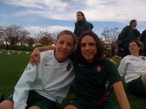 Helga Portugal e Sílvia Brunheira, jogadoras da Selecção Nacional AA e do SU 1.º Dezembro