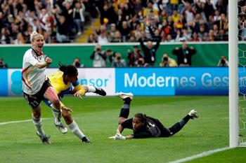 Anja Mittag esteve em foco pela Alemanha (© UEFA)