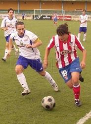 Edite Fernandes na disputa da bola