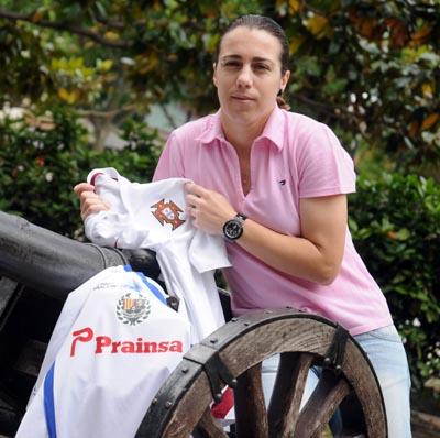Edite Fernandes, capitã do Prainsa, é uma das portuguesas que ajudaram o Clube espanhol a fazer uma das melhores épocas de sempre