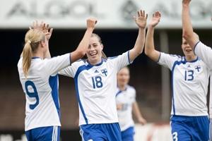 Linda Sällström (Nº18) bisou contra a Itália (© UEFA)