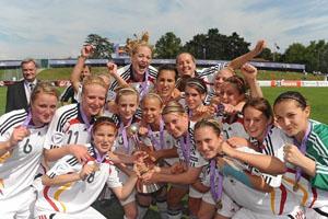 A Alemanha festeja a vitória categórica na final do Campeonato Europeu Feminino de Sub-17 (© UEFA)