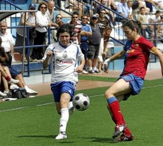 Ana Borges na disputa da bola