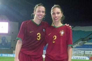 Lissette Brandão (à direita) acompanhada pela irmã, Kimberly Brandão