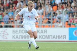 A avançada Duggan inaugura o marcador (© UEFA)