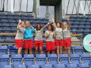 Carolina Mendes, Filipa Galvão, Sílvia Brunheira, Inês Borges, Cátia Relíquias e Sónia Matias no Estádio do Brondby I.F. (uma das fotos)