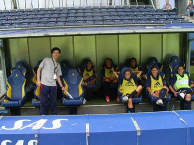 Simão Neto, com algumas jogadoras da equipa, em Copenhaga