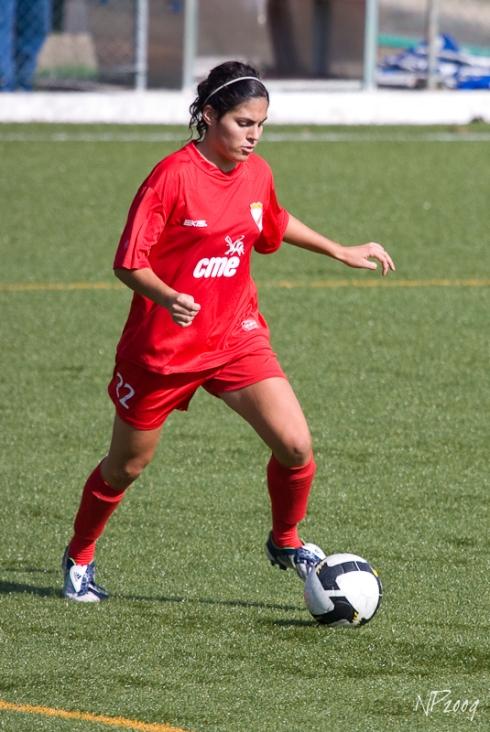 Inês Borges, jogadora do 1.º Dezembro, voltou a merecer a confiança da seleccionadora nacional, Mónica Jorge